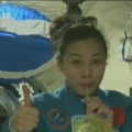 Wang Yaping, the only female astronaut on board the Shenzhou 10 spacecraft, is teaching Chinese primary and middle school students about Earth physics phenomena. [Photo/CCTV]