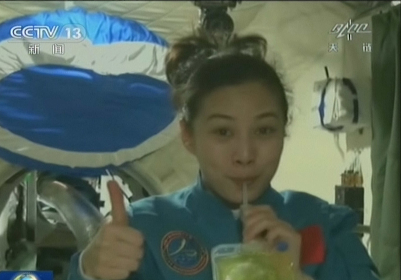 Live: China's first space lecture