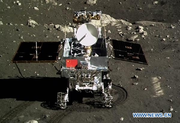 Live: Jade Rabbit rover and lander photograph each other