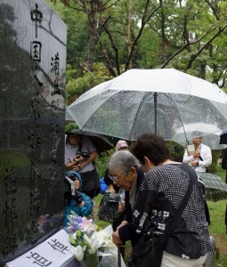 Nearly 100 citizens in Nagasaki, Japan, mark the 77th anniversary of the July 7th Incident of 1937, or the Marco Polo Bridge Incident, which started the Japan's all-out aggression against China, on Sunday at the Nagasaki Peace Park. The former Nagasaki mayor addressed the commemorating activity and laid flowers before the monument. [Photo/Chinanews]