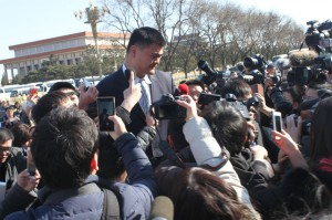 Yao Ming, a member of the Chinese People's Political Consultative Conference, is swarmed by reporters outside the Great Hall of the People in Beijing on March 3, 2015. [Photo: Zhang Rui / China.org.cn]
