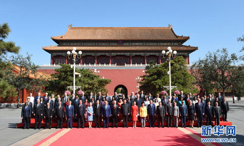 Chinese President Xi Jinping (11th L) and his wife Peng Liyuan (11th R) pose for a group photo with dignitaries of foreign countries and international organizations and their spouses during the commemoration activities to mark the 70th anniversary of the Chinese People's War of Resistance Against Japanese Aggression and the World Anti-Fascist War, in Beijing, capital of China, Sept. 3, 2015. [Xinhua]