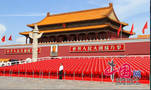 The Tian'anmen rostrum on the morning of Sept. 3, 2015. [China.org.cn]