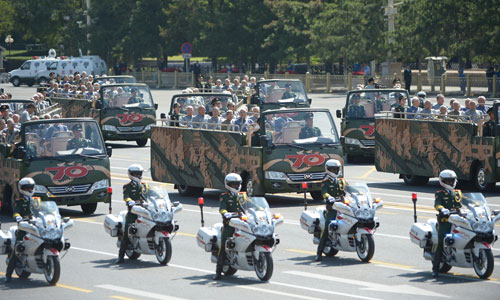 In the photo is the formation of veterans in the parade. [Photo/Xinhua]