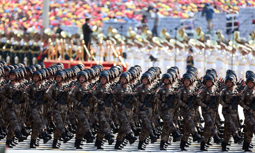 In the photo is one of the 10 formations of active-duty honorary units commemorating heroes and martyrs inspected on the Tian'anmen Square. [Photo/Xinhua]