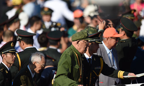 Veterans prepare to attend the victory parade in Beijing, capital of China, Sept. 3, 2015. [Xinhua]