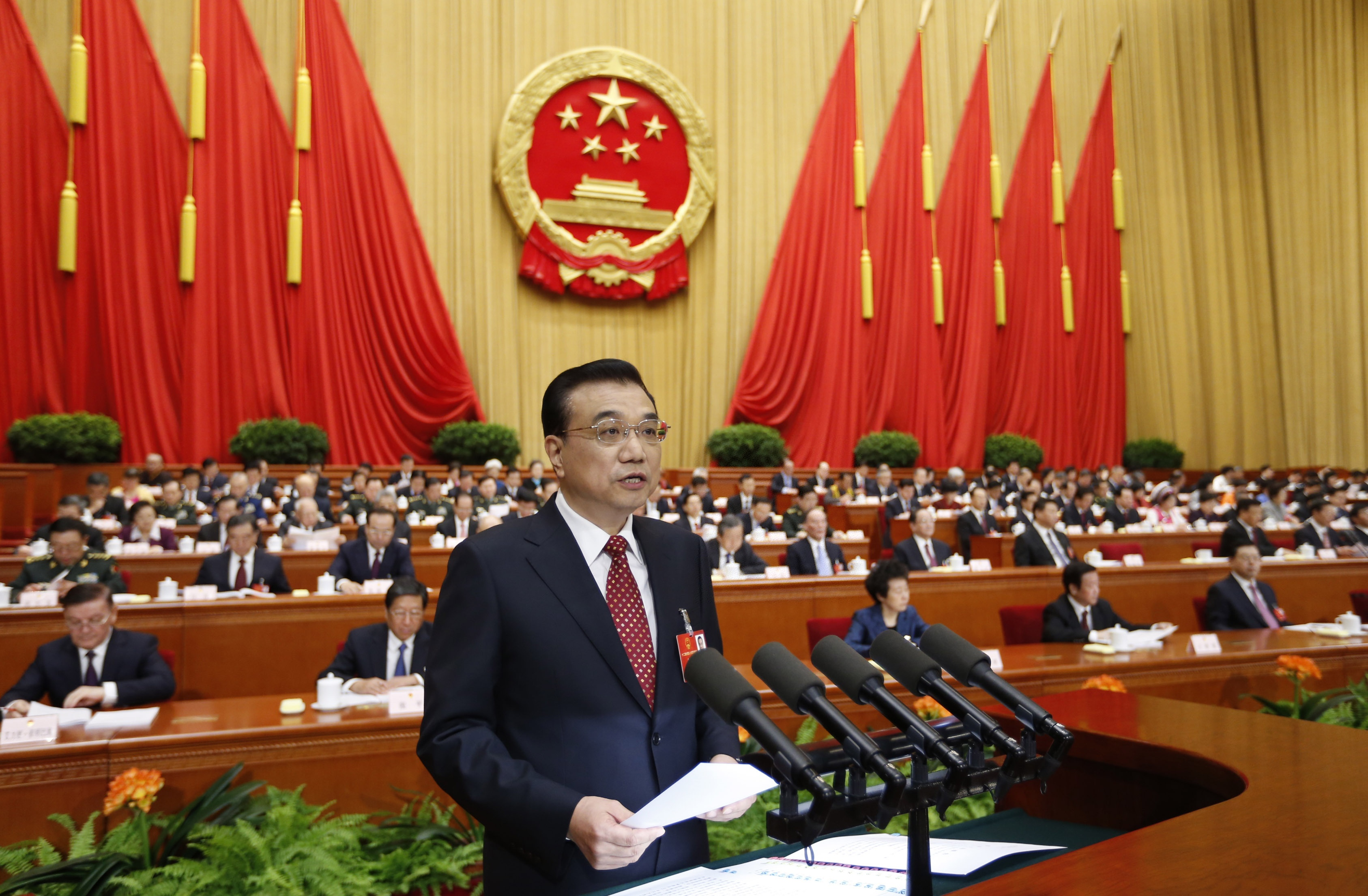 Live: Premier Li Keqiang delivers gov't work report at 12th NPC session