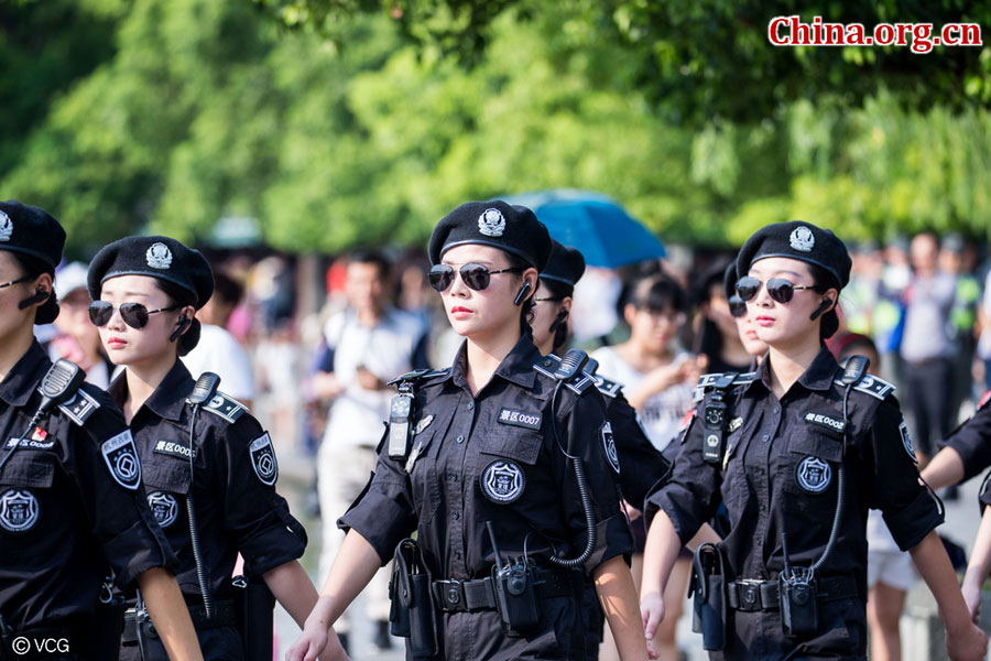 An all-women patrol team is on duty at the West Lake scenic spot in Hangzhou, Zhejiang Province, where the G20 summit will be held on Sept. 4 and 5. [Photo/China.org.cn]